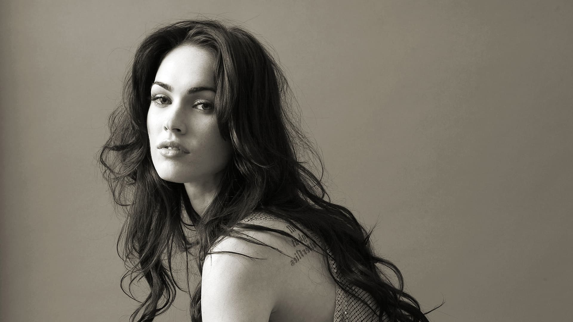 Megan Fox screensaver bw