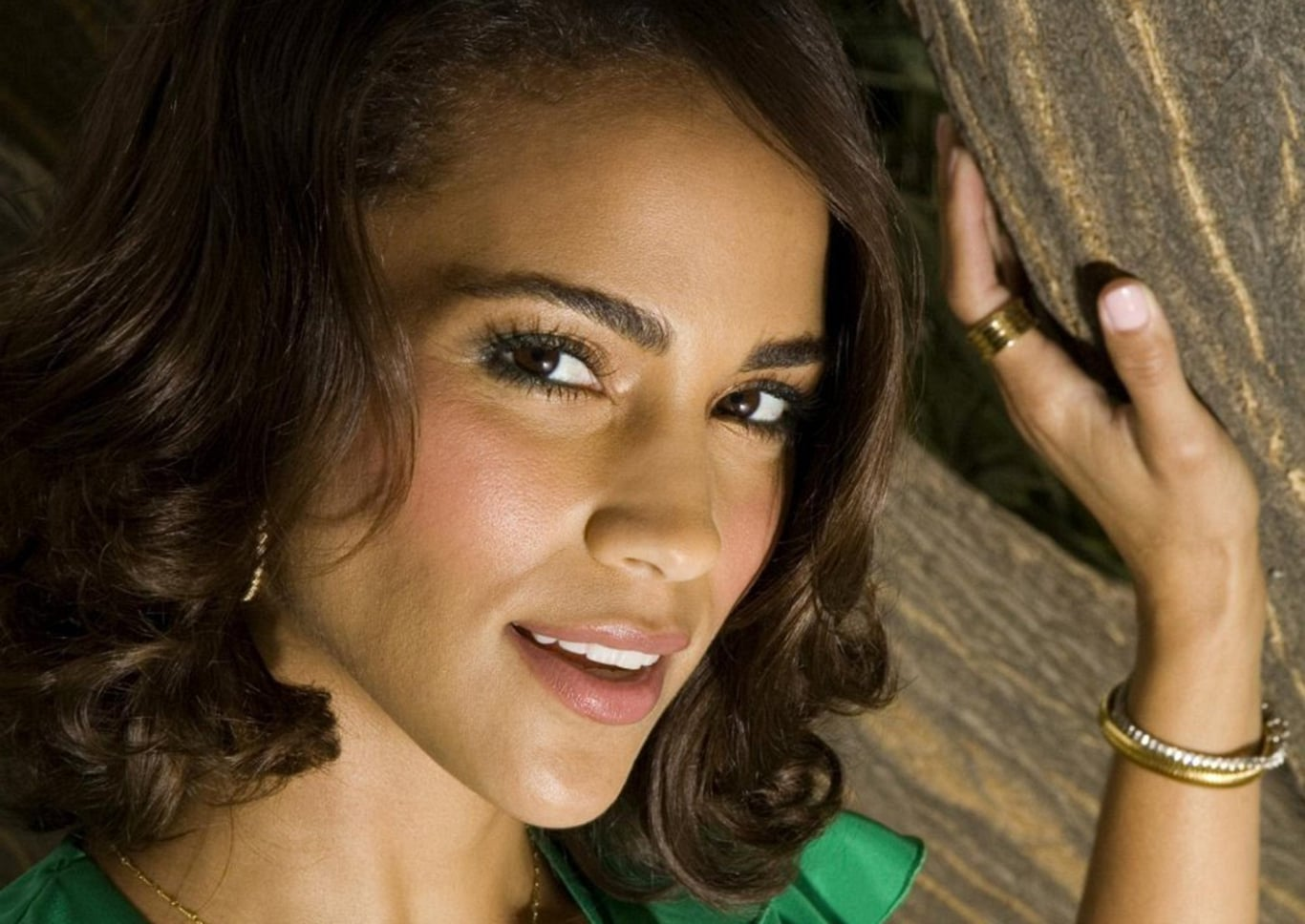 Paula Patton eyes HD pics