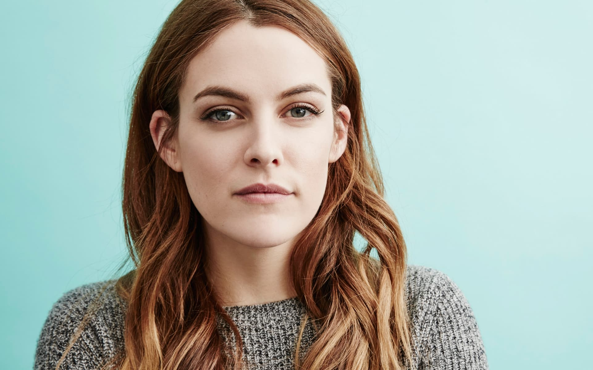 Riley keough in the girlfriend experience s01e02 7