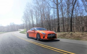 road 2017 Nissan GT-R full hd pic