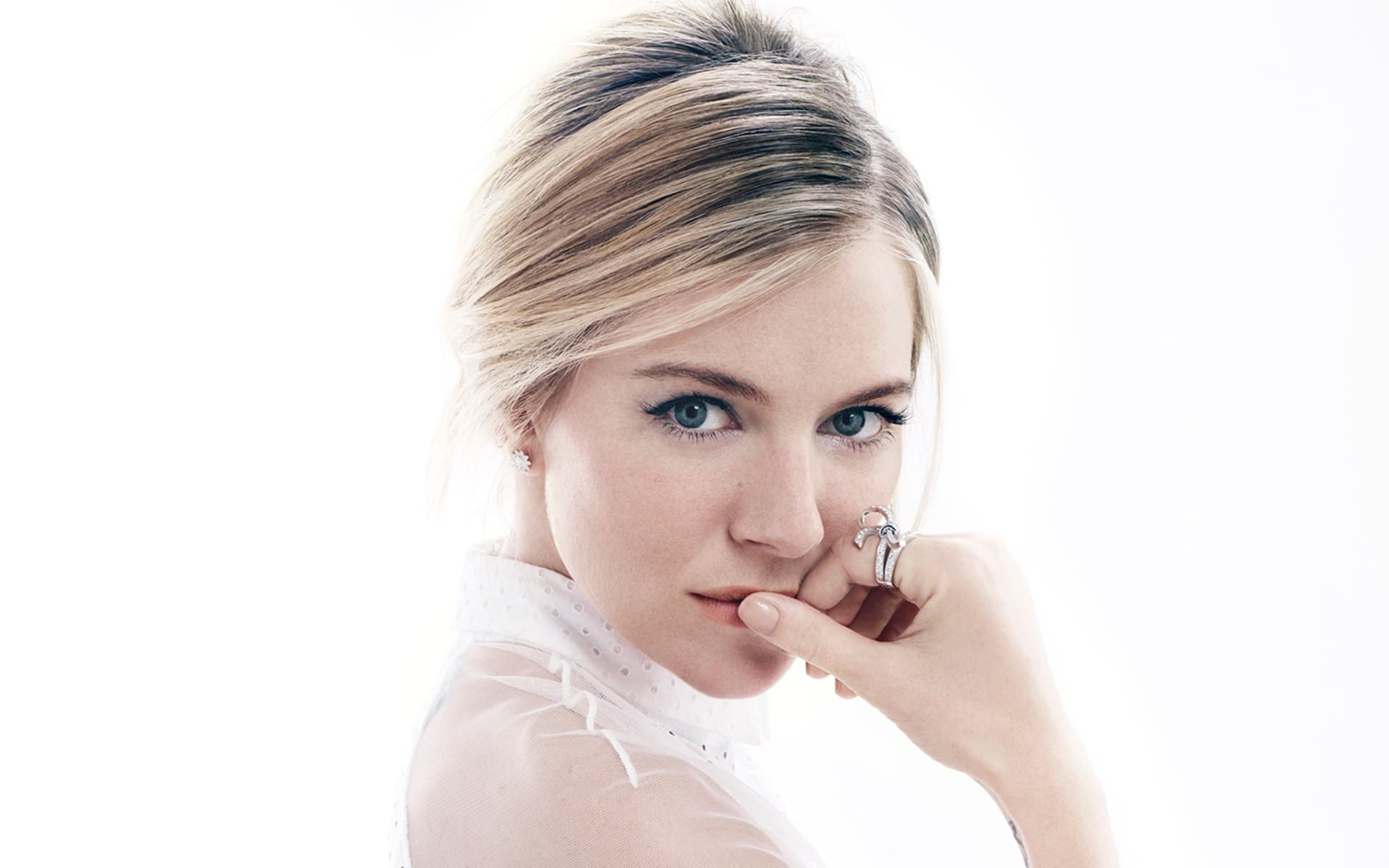 Sienna Miller white background HQ pictures