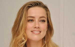 Amber Heard smile wallpapers for Desktop
