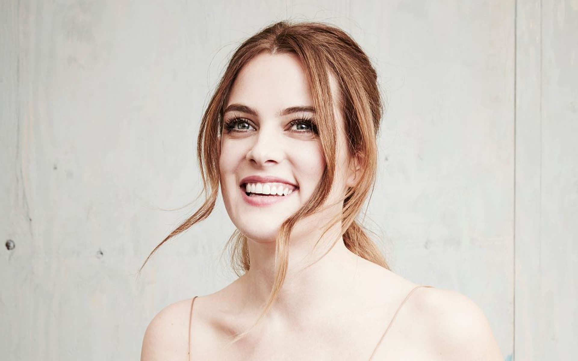 smiling Riley Keough Elvis Presley's granddaughter wallpaper 1080p High Definition