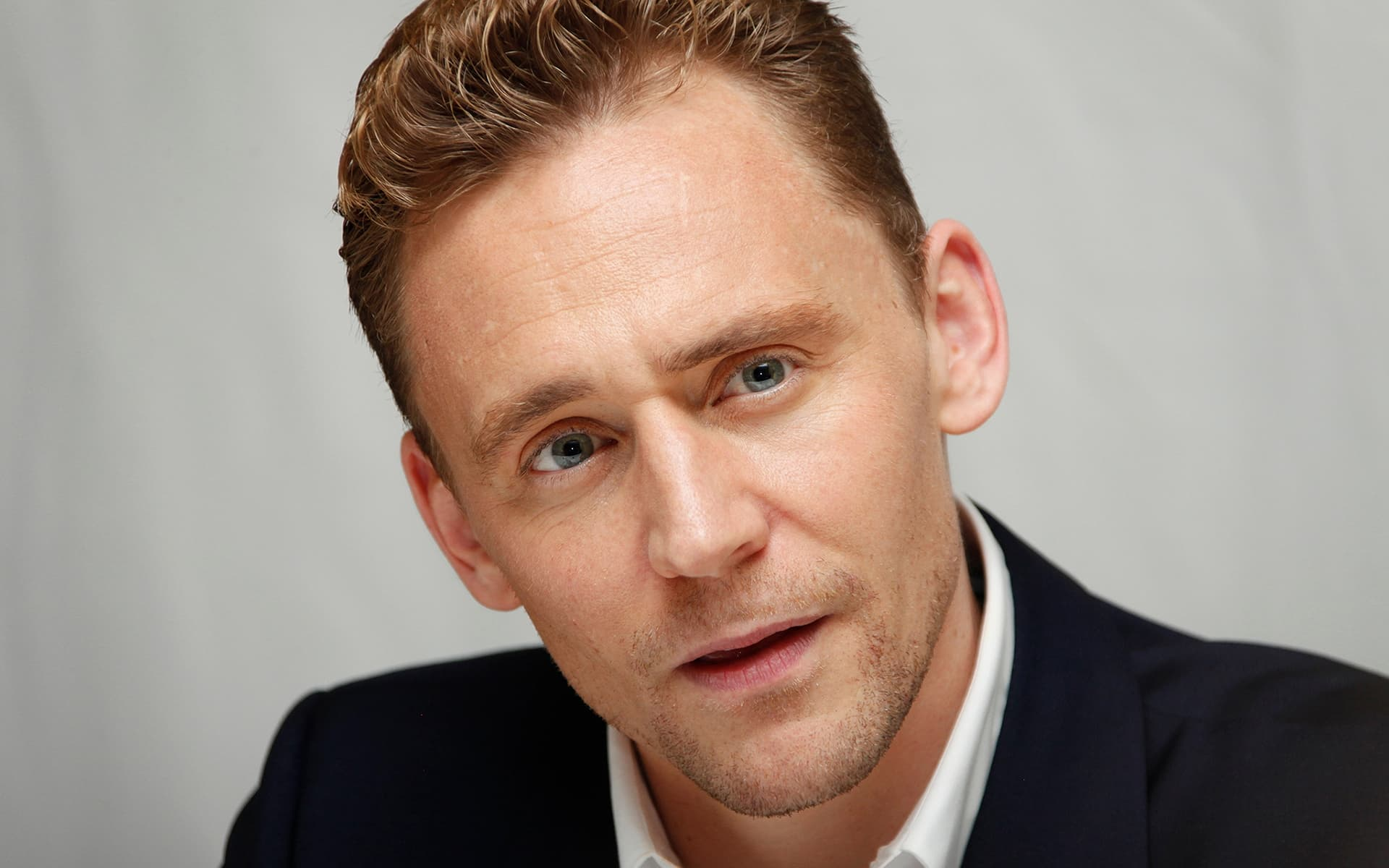 Tom Hiddleston wallpaper grey background picture High Quality