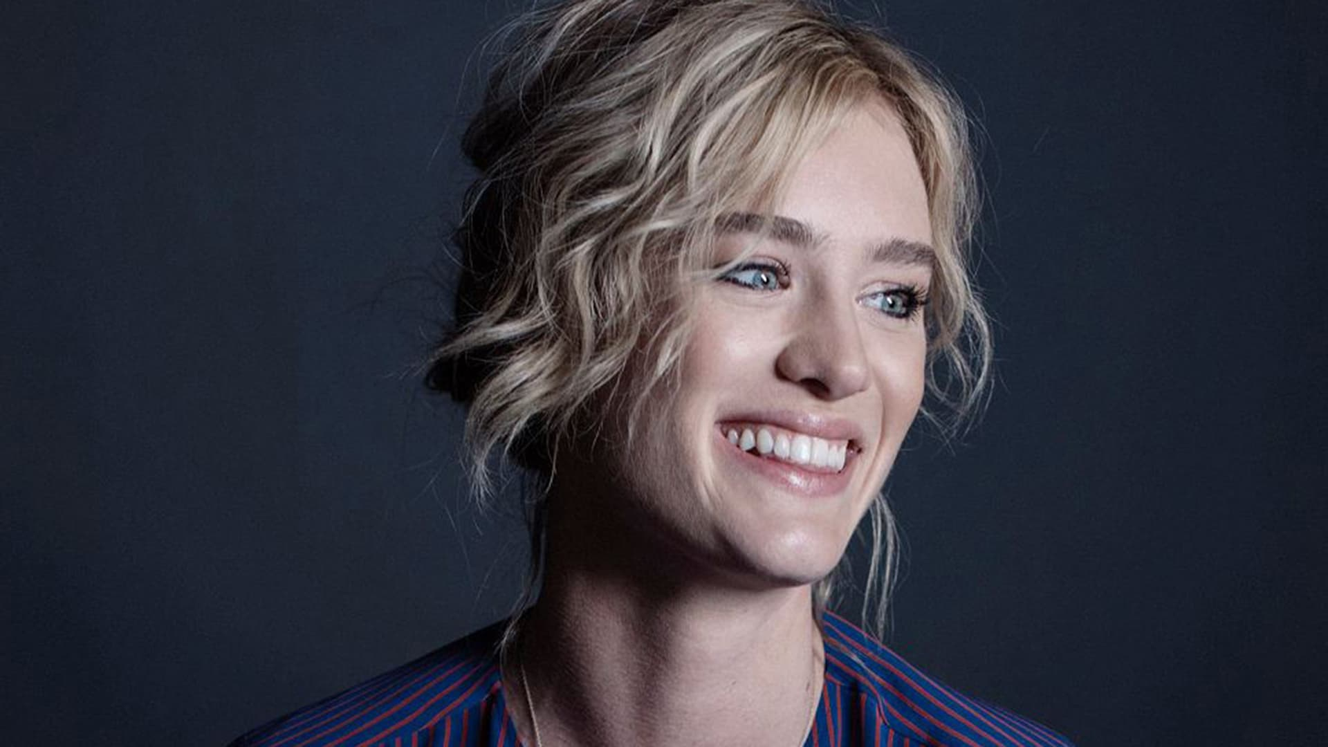 cute Mackenzie Davis Wallpaper