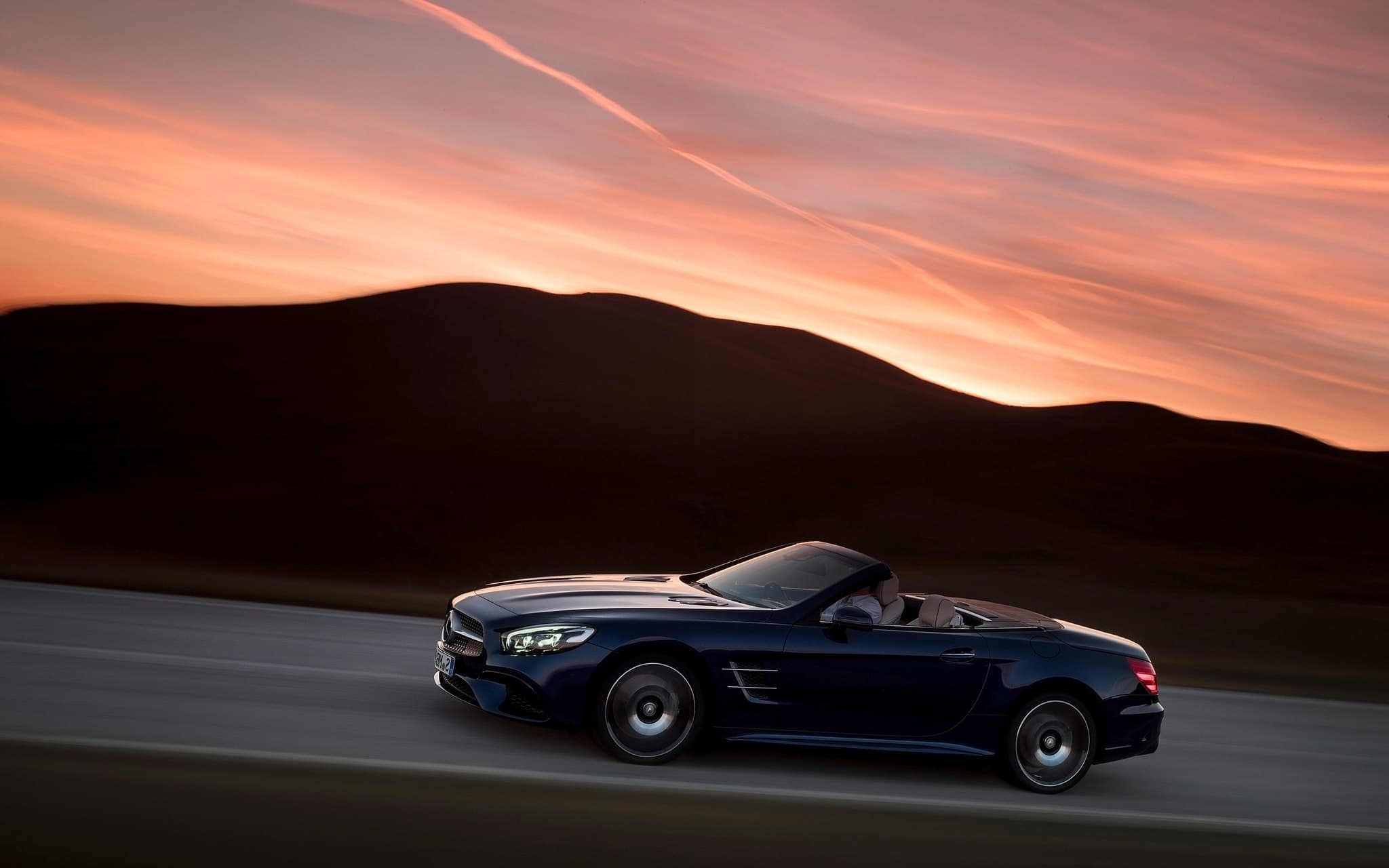 2016 Mercedes Benz SL500 motion image