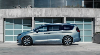 Chrysler Pacifica Minivan 2016 HD pic