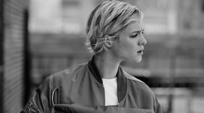 black and white Mackenzie Davis Desktop