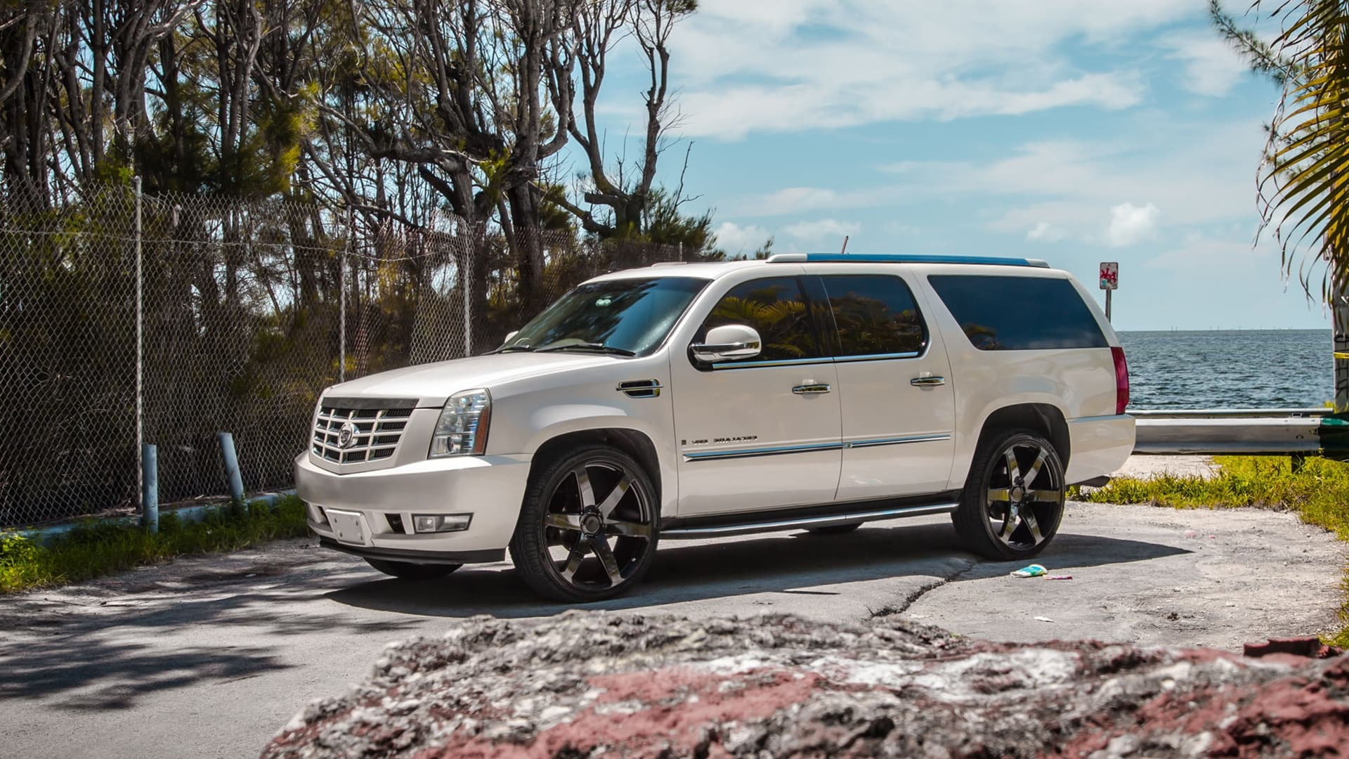 Cadillac escalade CW-6 HD photo