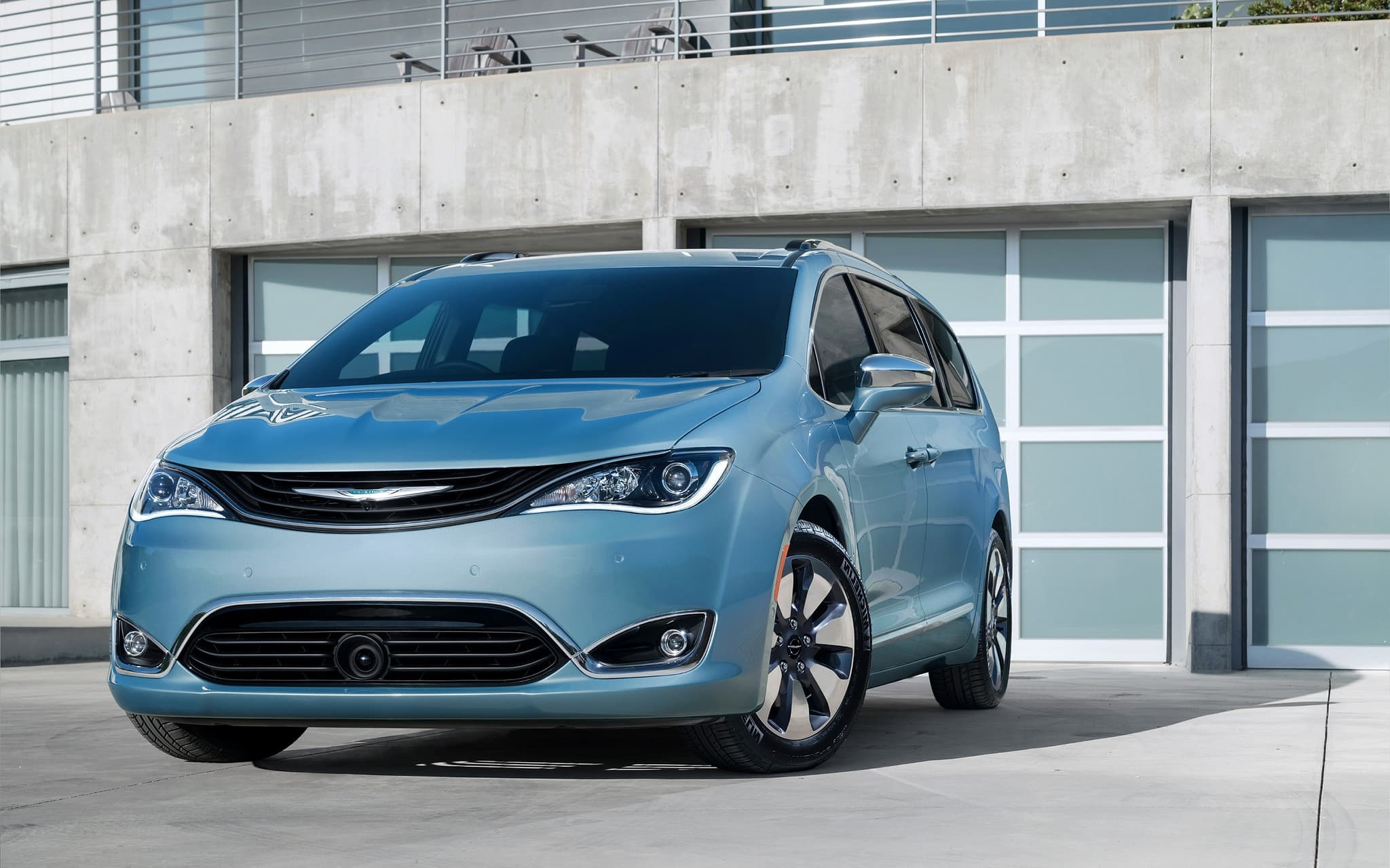 Chrysler Pacifica Minivan 2016 wallpapers