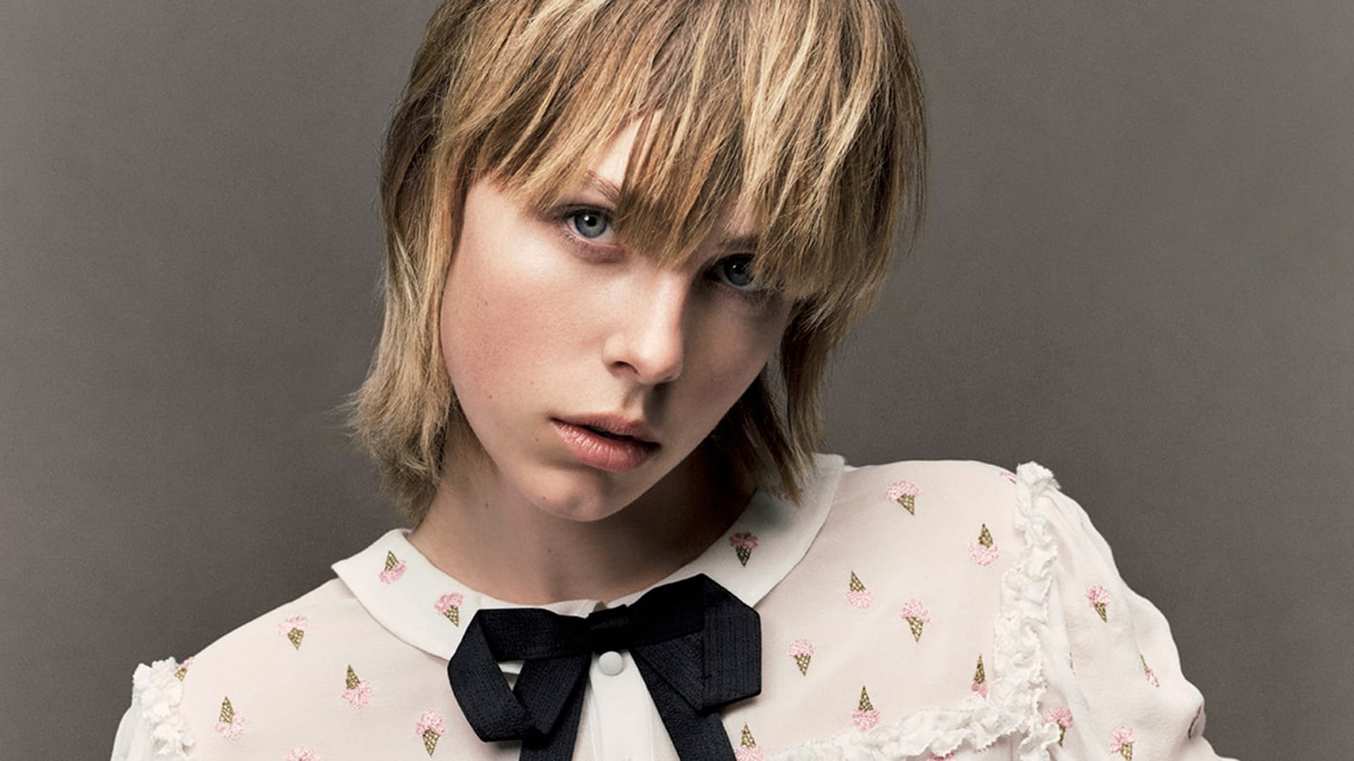 Edie Campbell Background