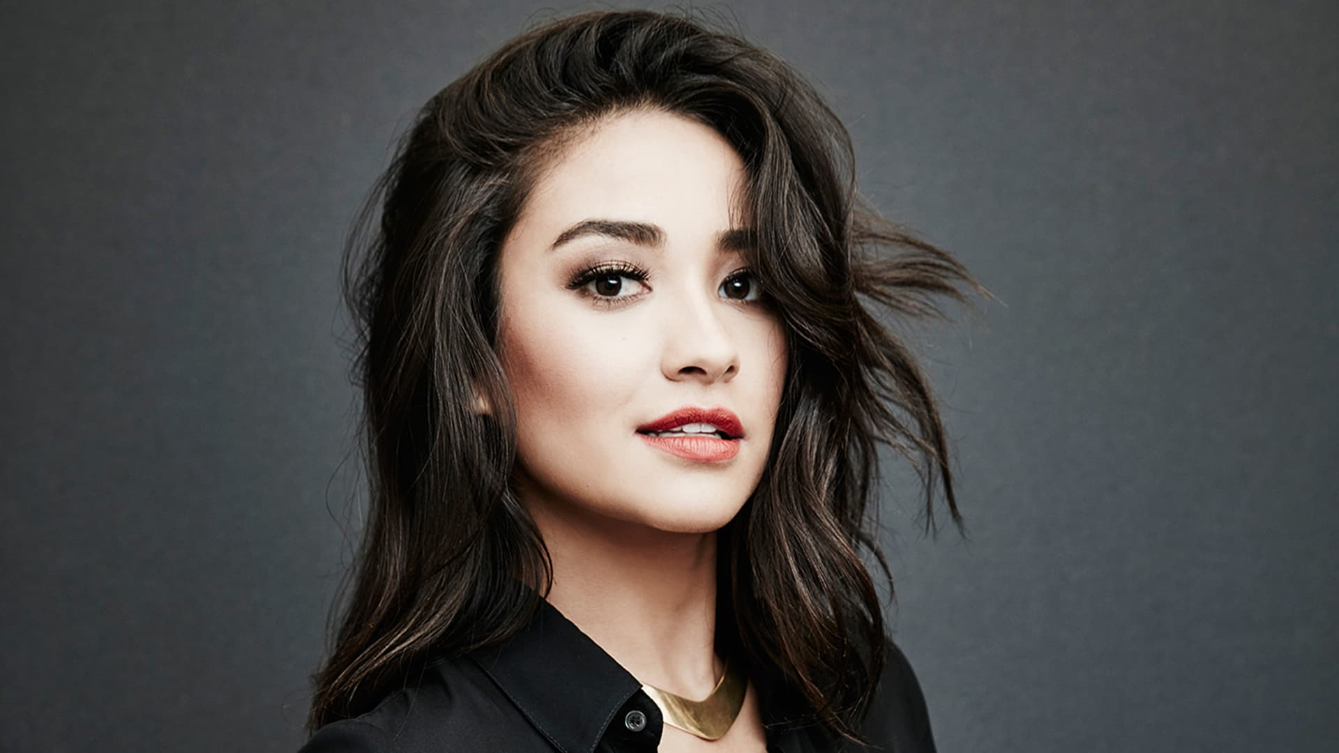 eyes Shay Mitchell picture