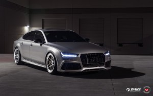 front 2016 Audi RS7 image
