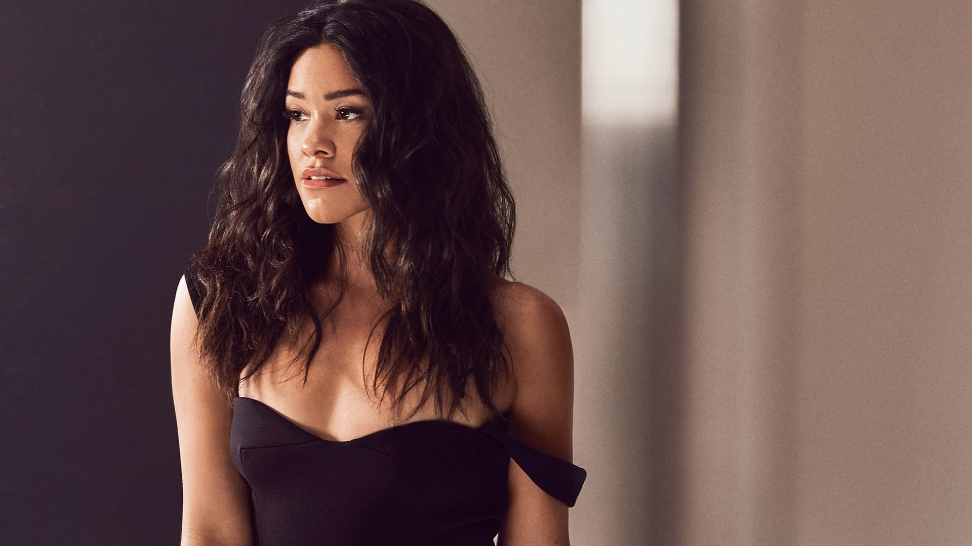 Gina Rodriguez HD wallpaper
