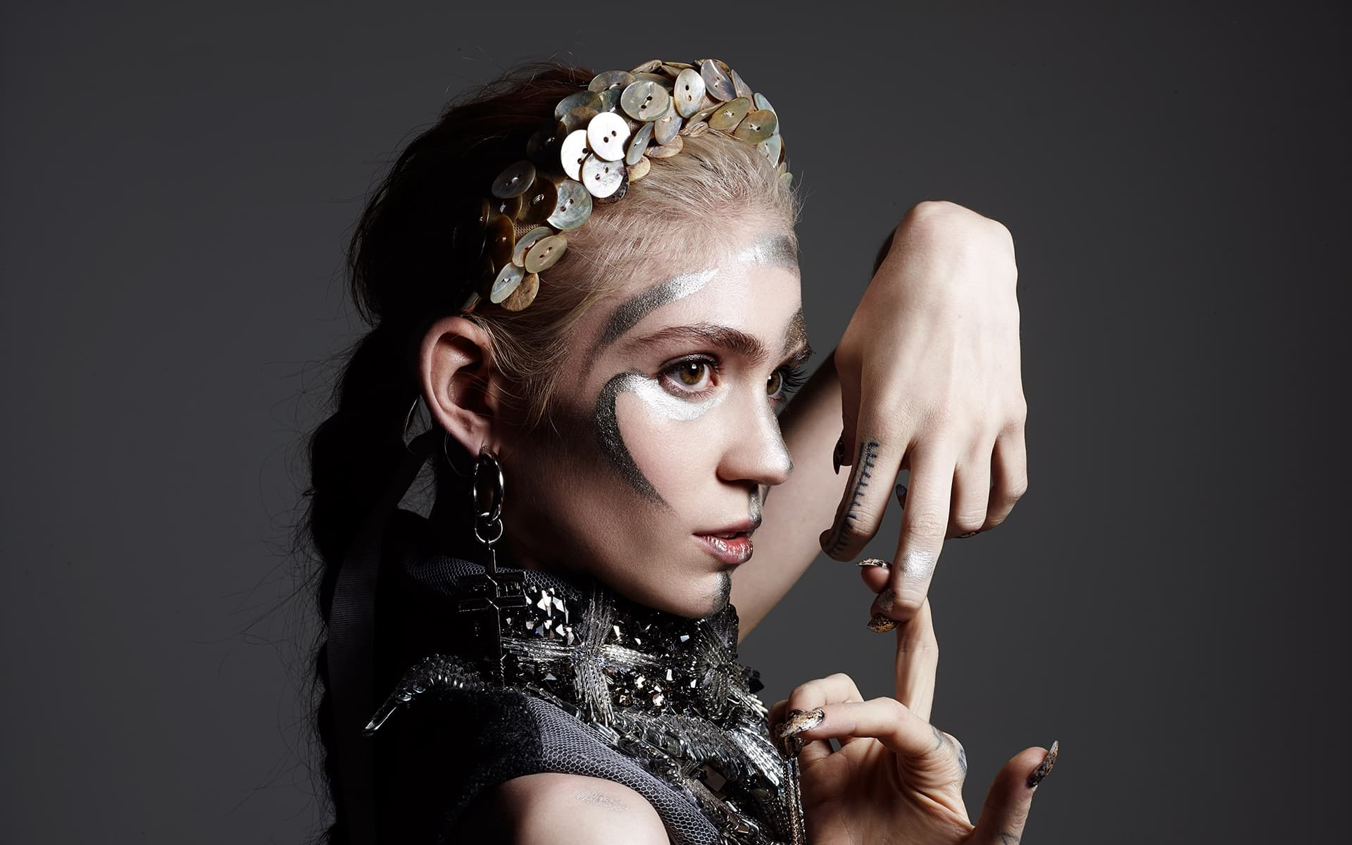 hairstyle of Grimes new picture
