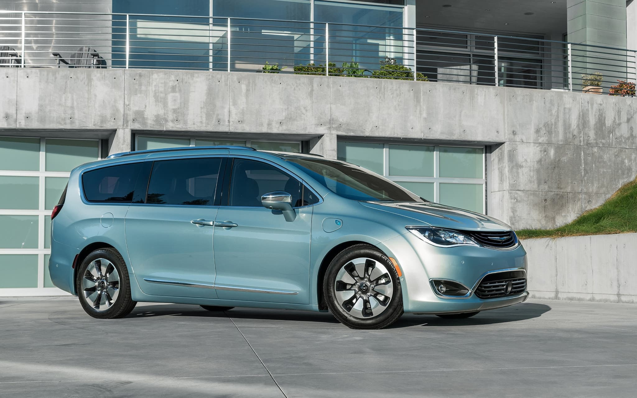 chrysler to introduce 75 mpge plug in minivan in 2016 price 2017 2018 best cars reviews. Black Bedroom Furniture Sets. Home Design Ideas