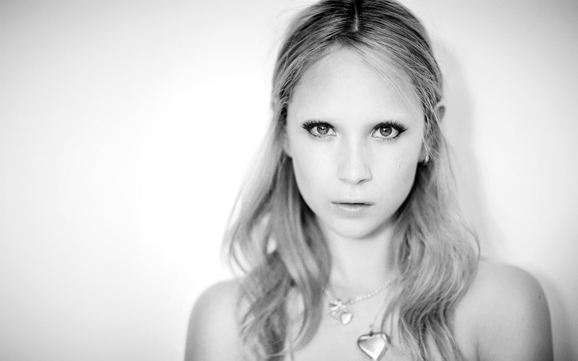 Juno Temple black and white wallpaper High Quality