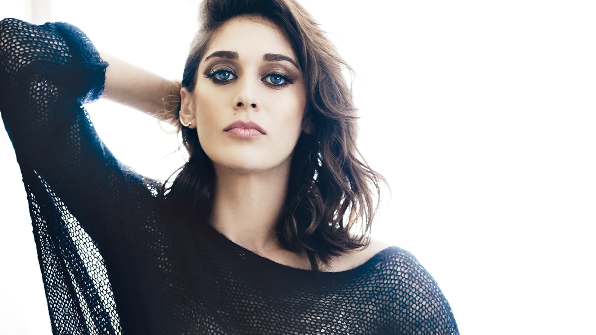 Lizzy Caplan High Resolution