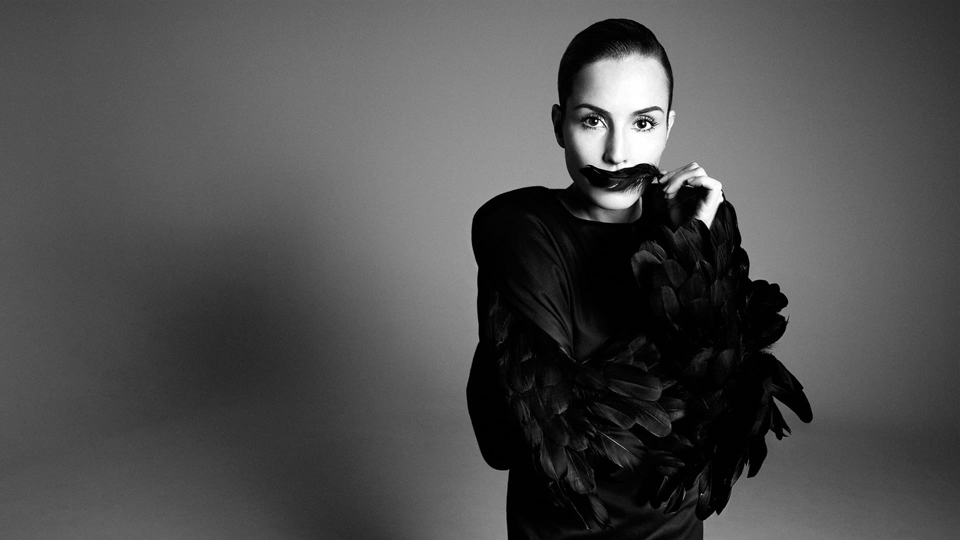 Noomi Rapace Background