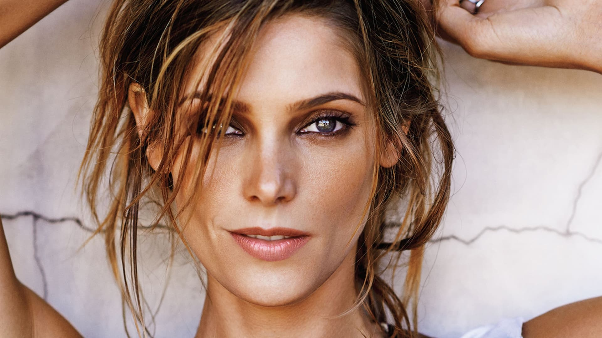 Ashley Greene Desktop makeup