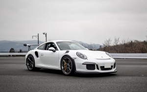 white Porsche Turbo 2016 wallpaper