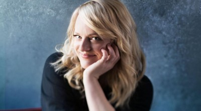 cute Elisabeth Moss Wallpaper