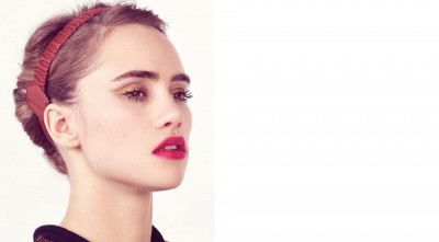 Suki Waterhouse makeup Background