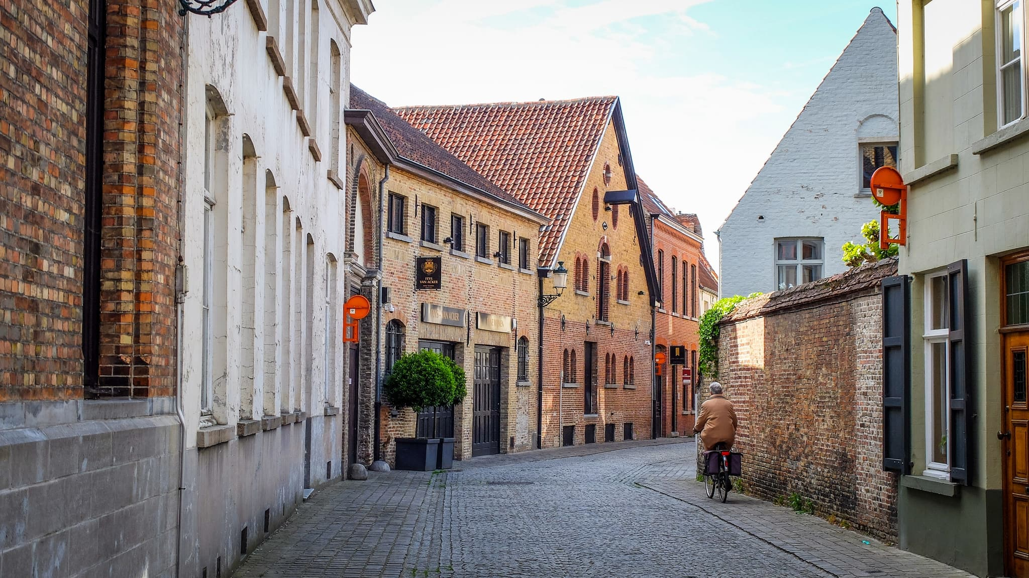 Bruges Belgium alley, houses, ancient Background HD