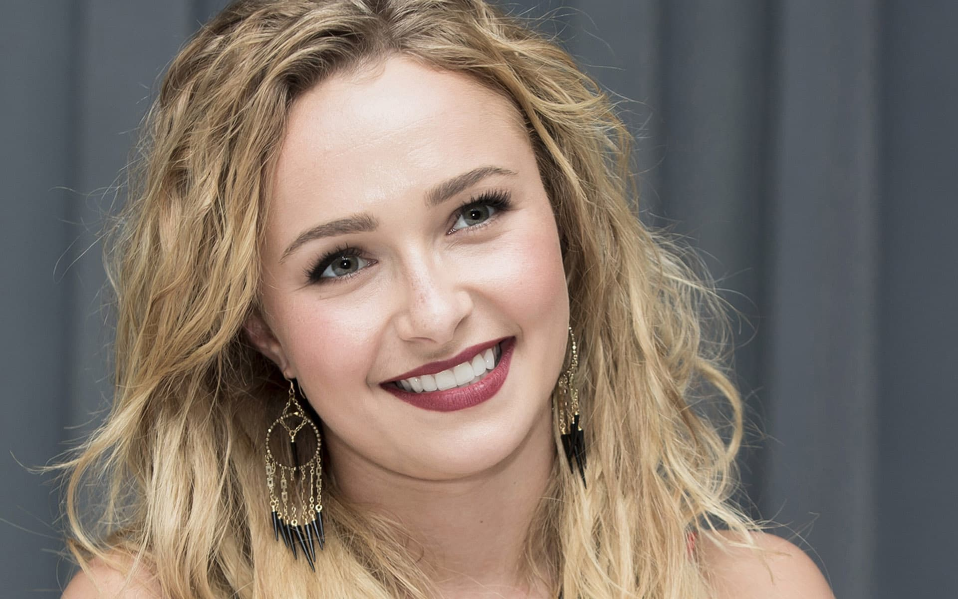 Hayden Leslie Panettiere recent photo, Earrings , smile