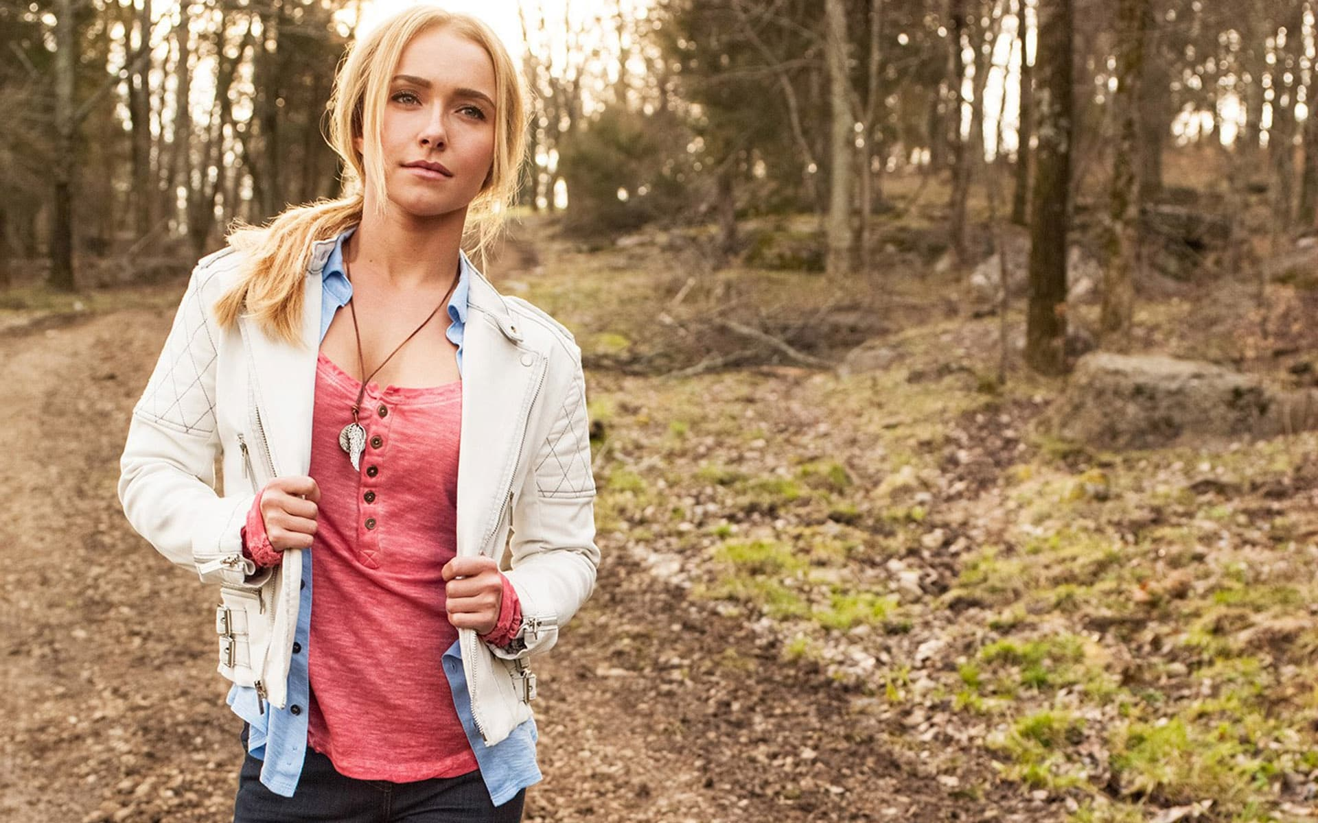 Hayden Panettiere In The Forest HD Wallpapers Widescreen