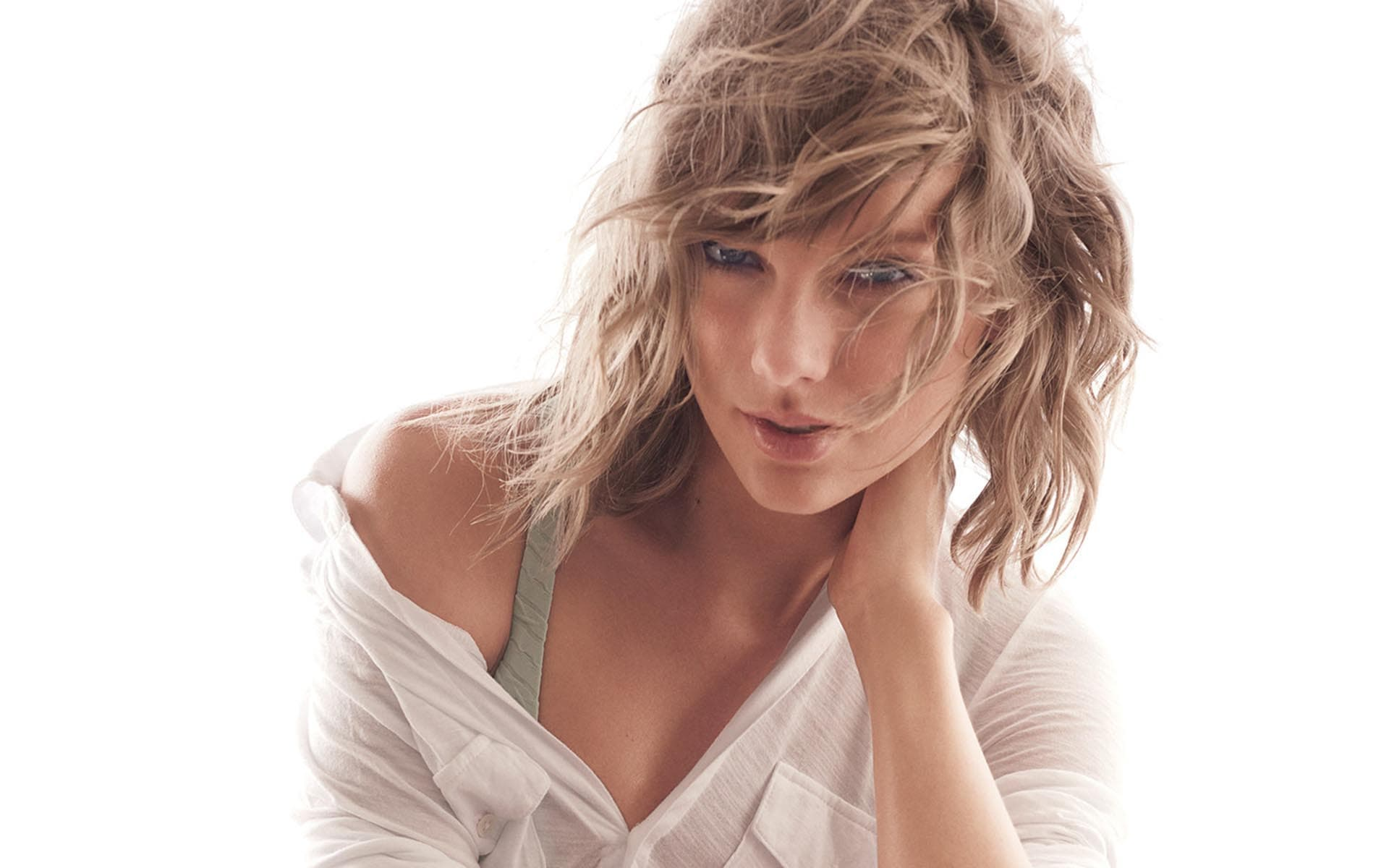 Taylor Swift hairstyle Background