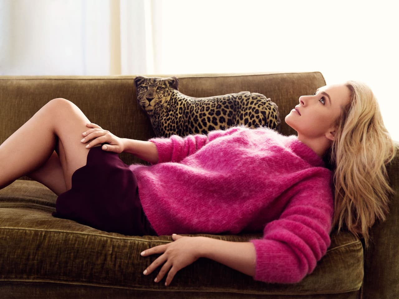 Wallpaper latest Hayden Panettiere On A Couch High Resolution