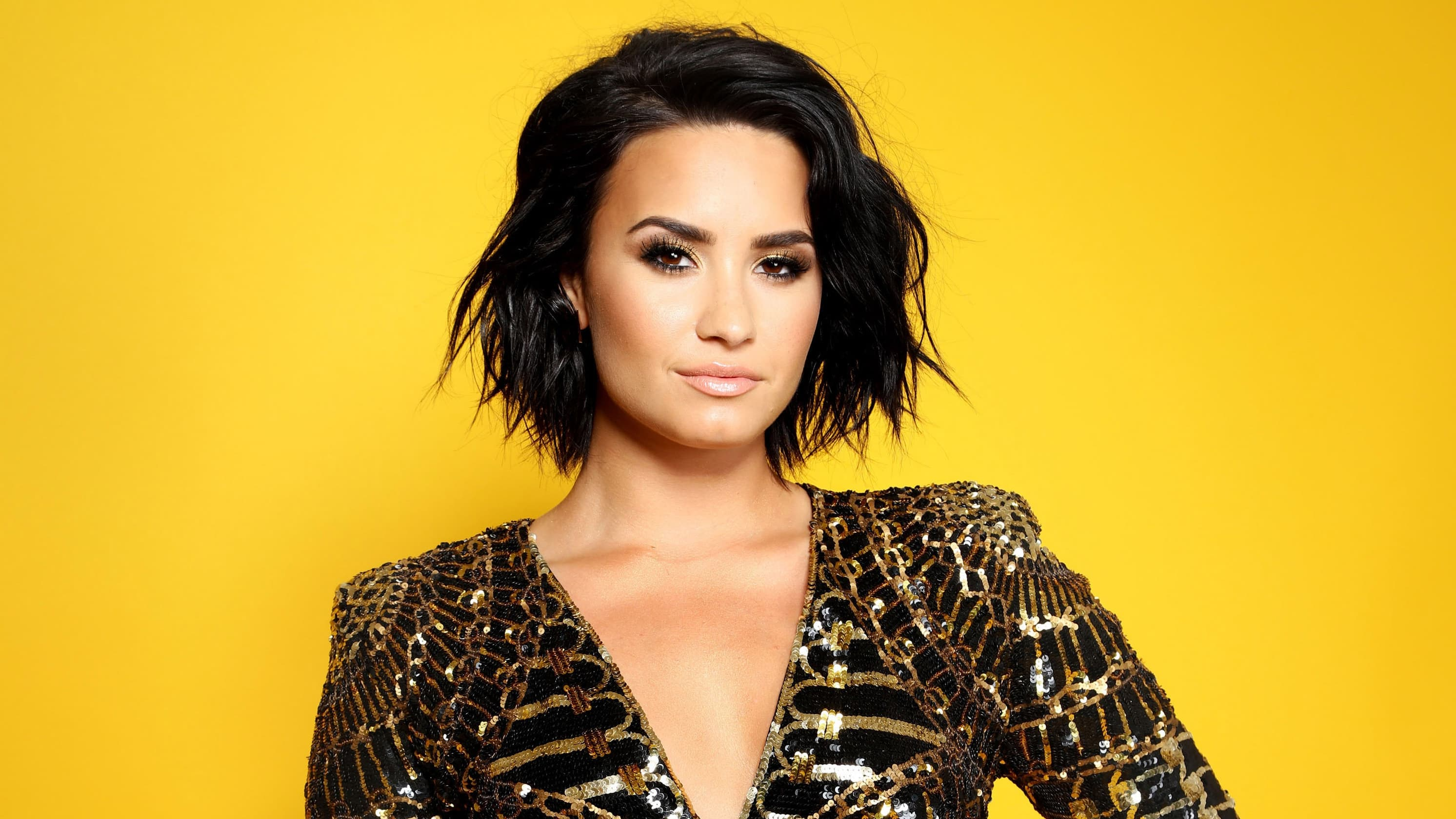 Wallpaper of Demi Lovato Hairstyle