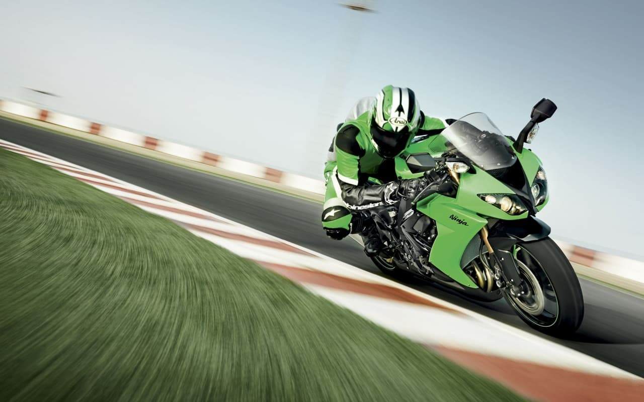 Wallpaper of Kawasaki Ninja 600 Racing for PC