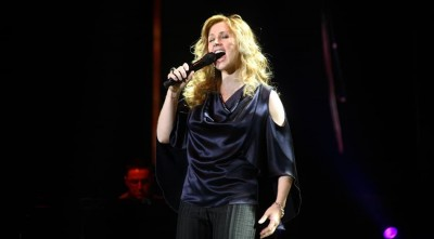 Lara Fabian Cool Desktop Background