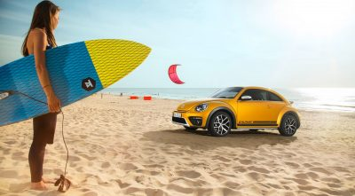 pictures of Volkswagen Beetle Dune 2017 girl, sand full HD