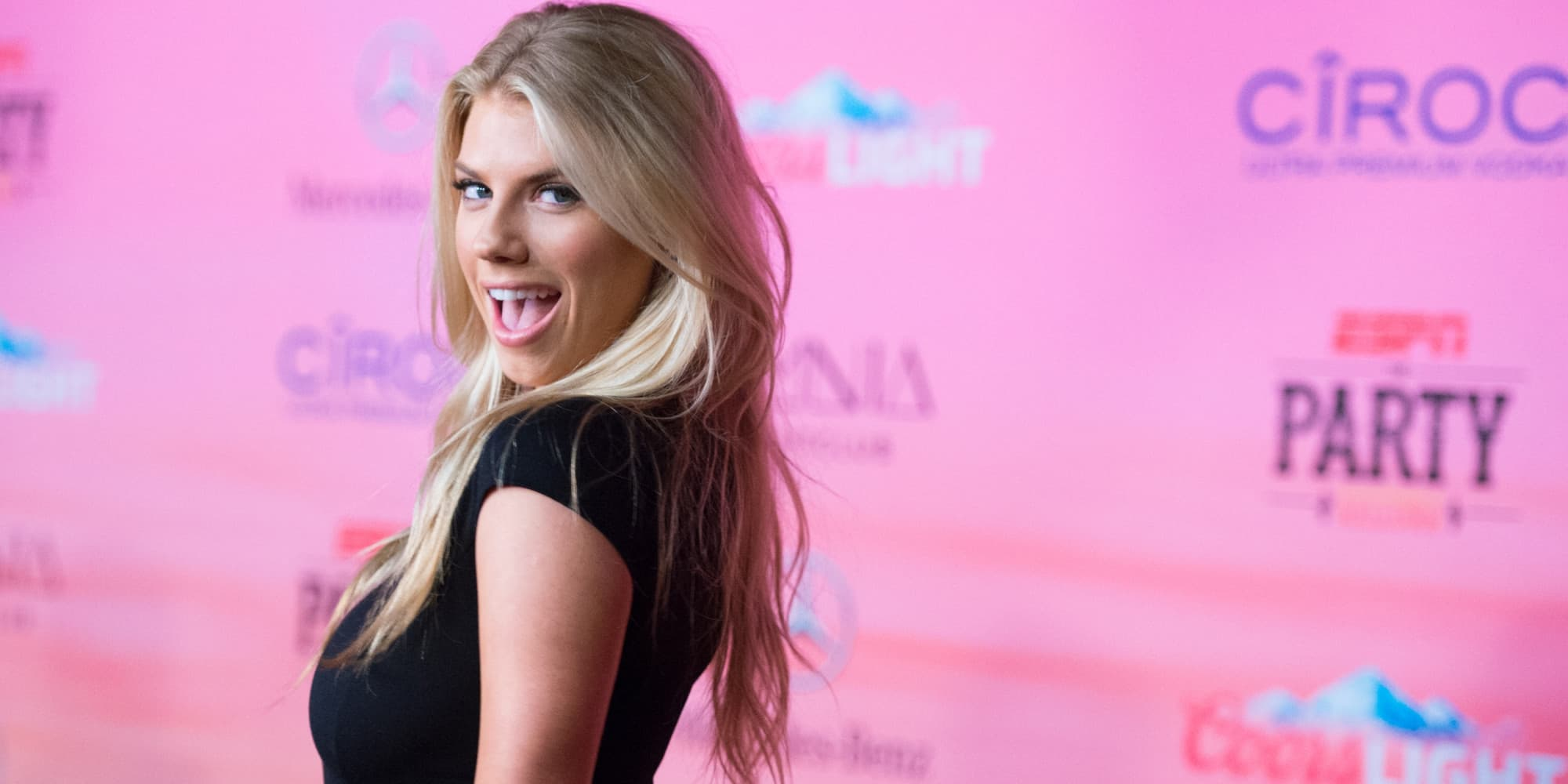 Charlotte Mckinney Funny Wallpapers 1080p