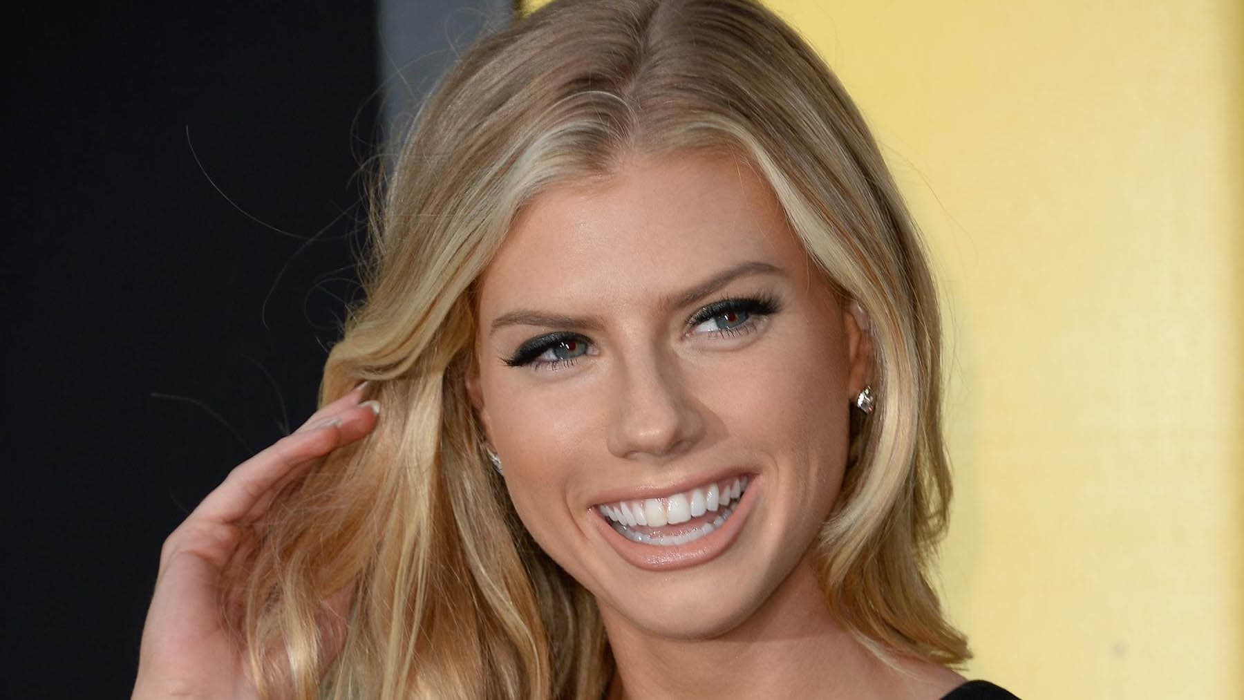 Pictures of Charlotte Mckinney Smile full HD