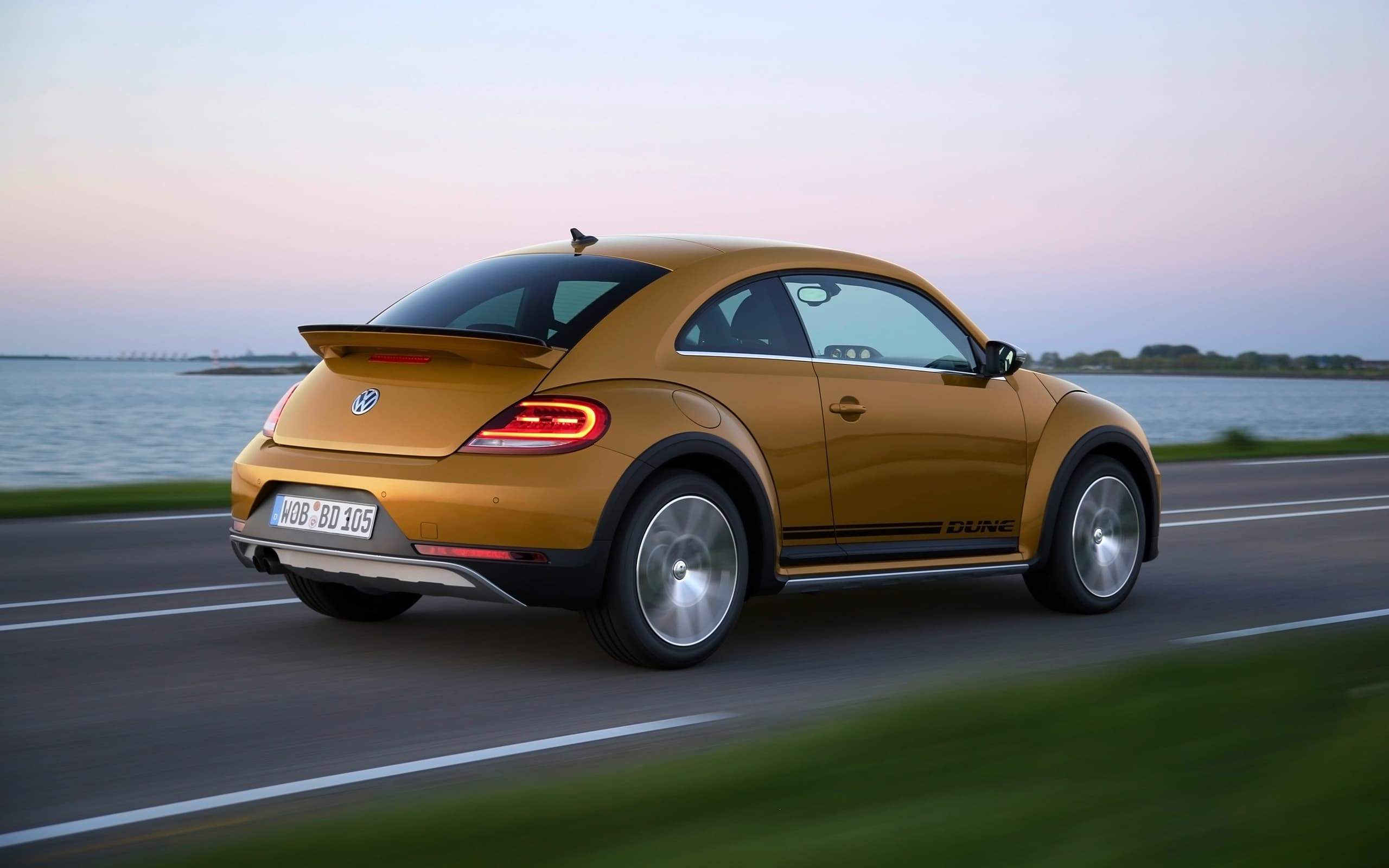2017 volkswagen beetle reviews ratings prices consumer autos post. Black Bedroom Furniture Sets. Home Design Ideas