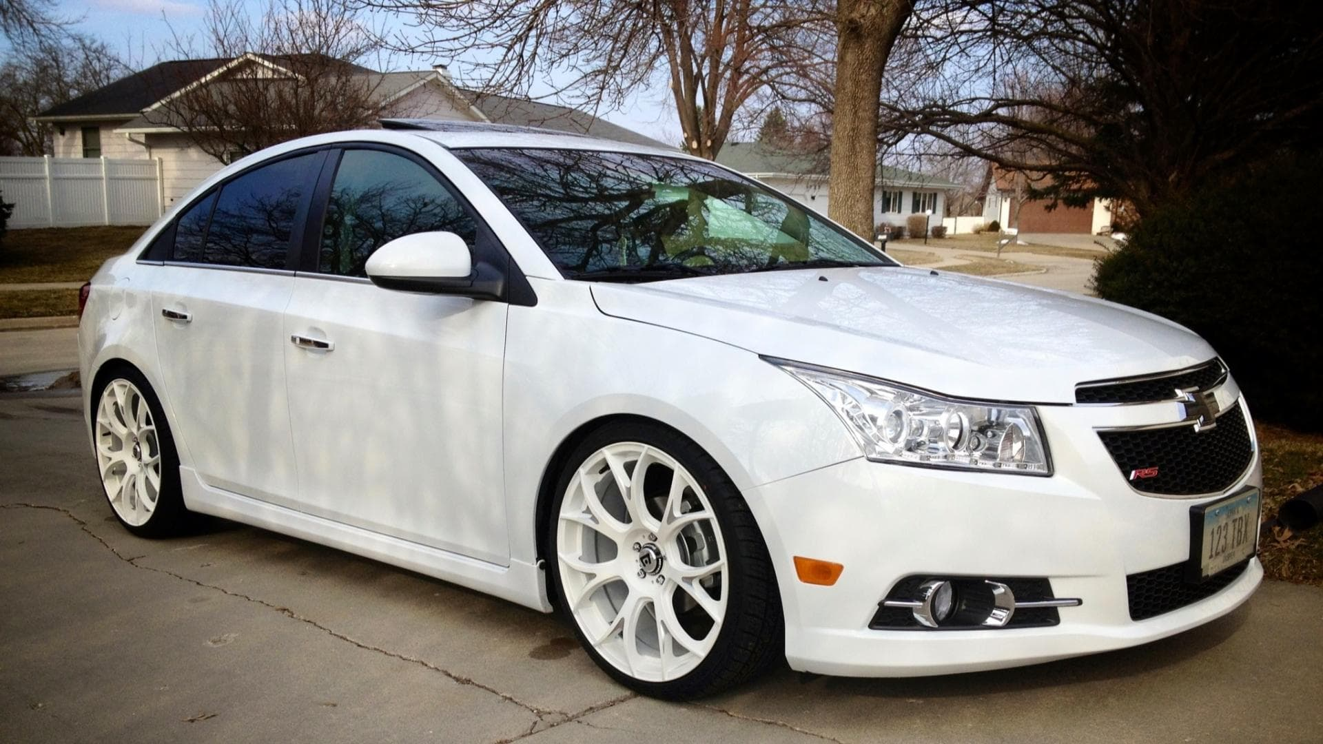 Chevrolet Cruze 2014 sedan white High Resolution wallpapers