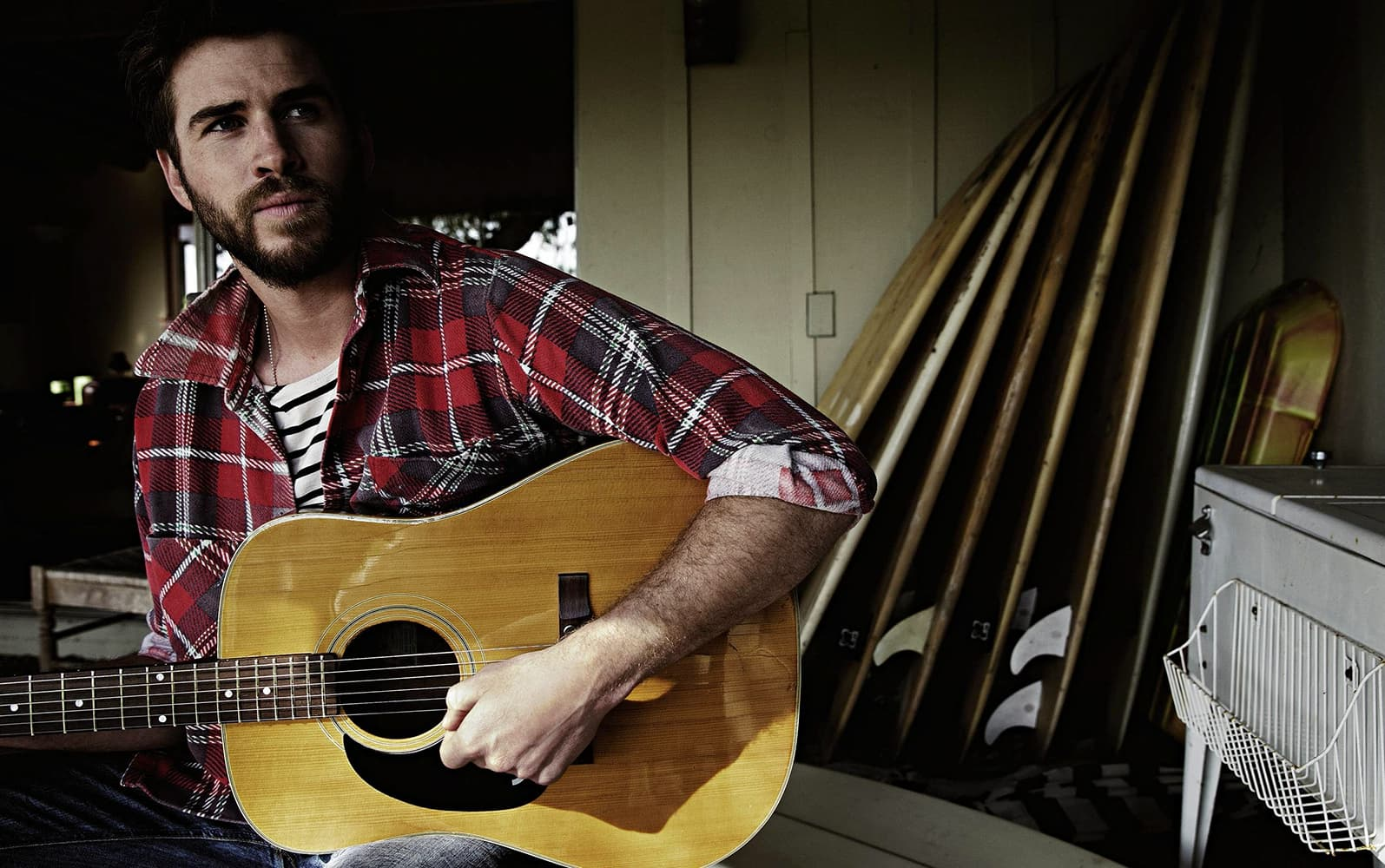 Liam Hemsworth with guitar theme for windows 10