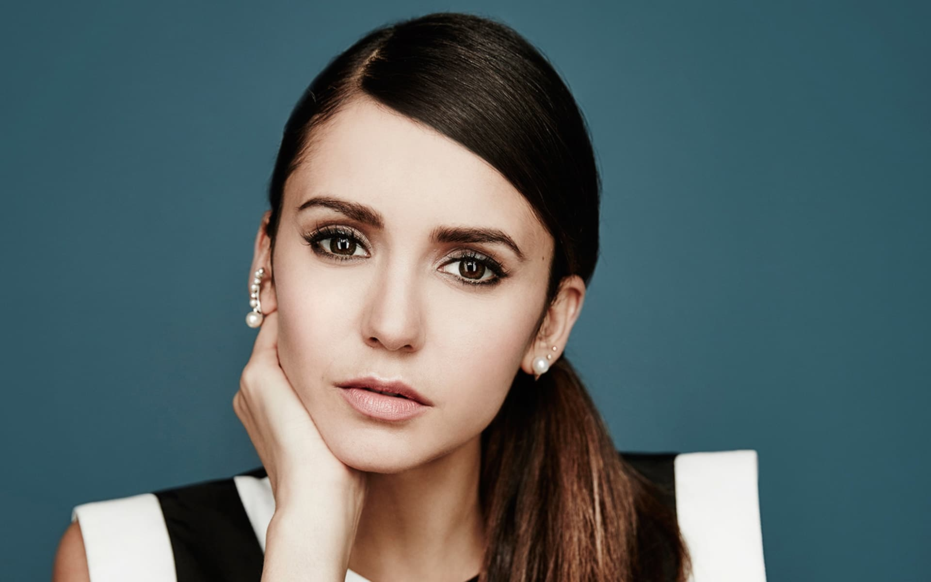 Nina Dobrev eyes theme for windows 10