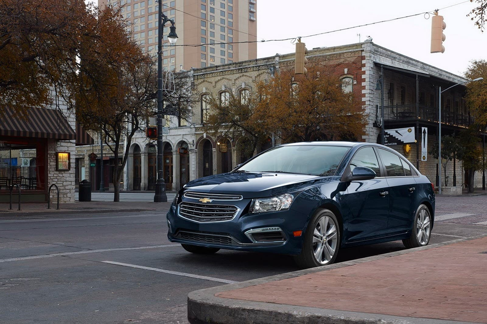 pictures of Chevrolet Cruze 2014 on a street full HD