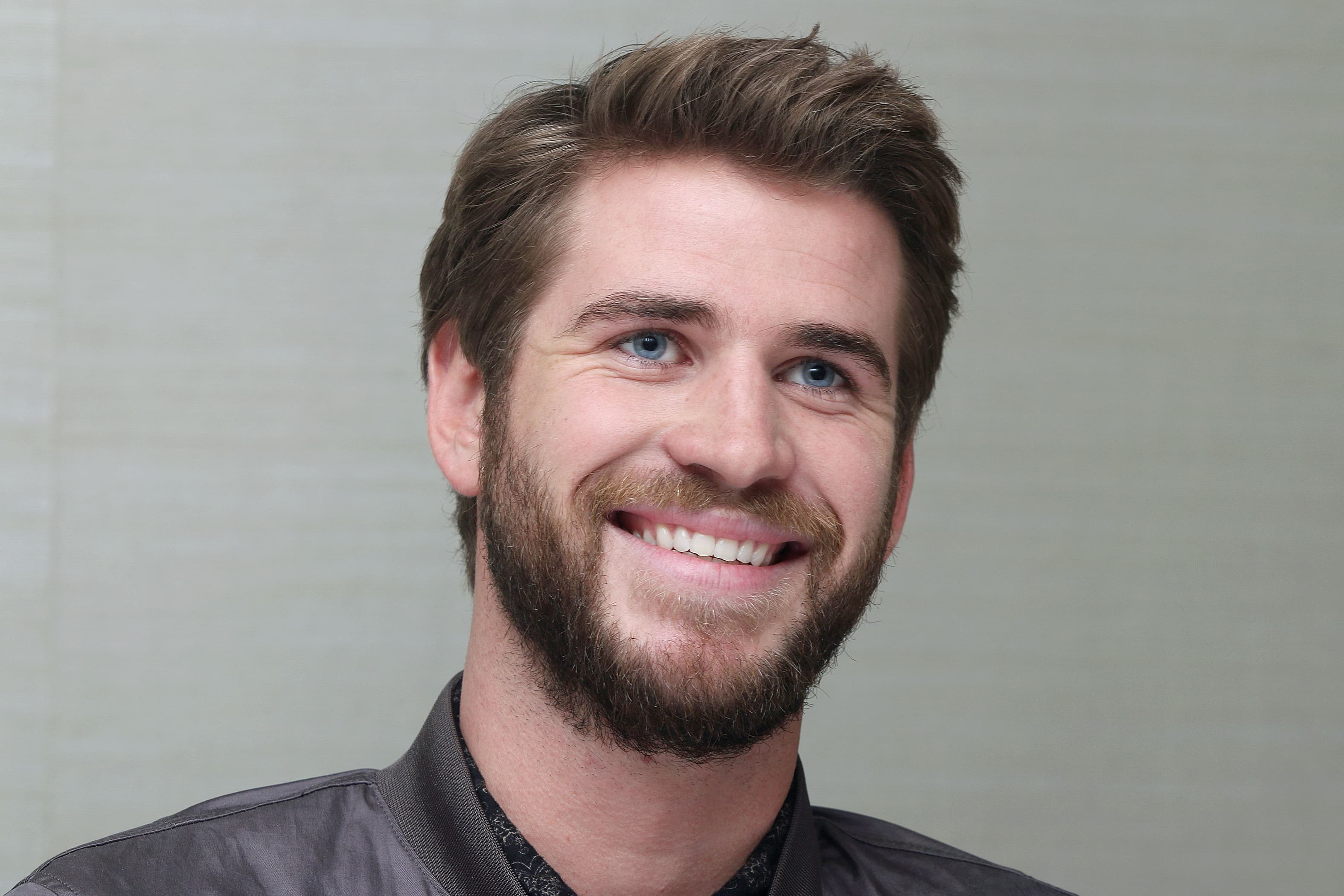 Wallpaper of Liam Hemsworth smile