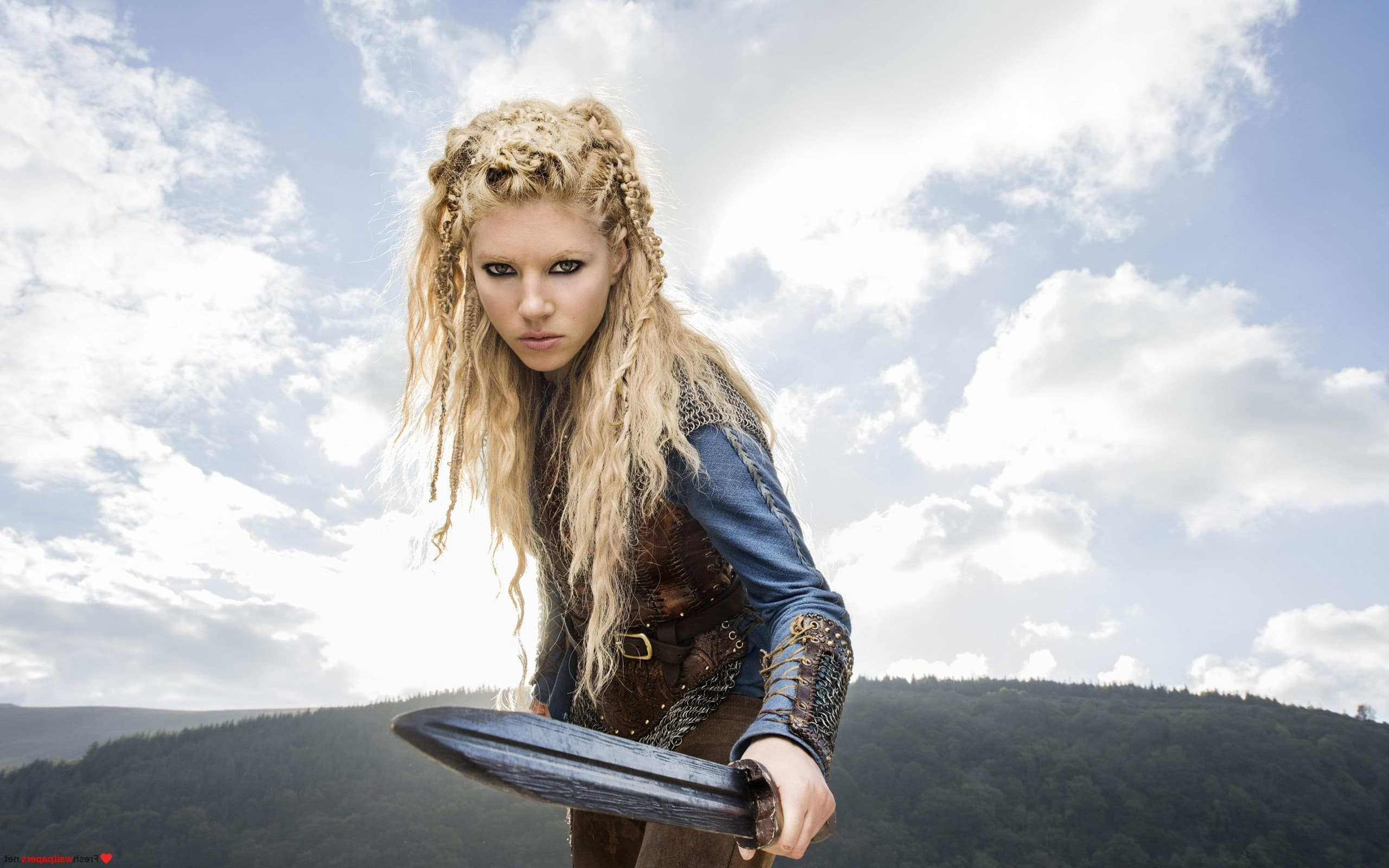 Wallpaper - Vikings Katheryn Winnick As Lagertha with sword