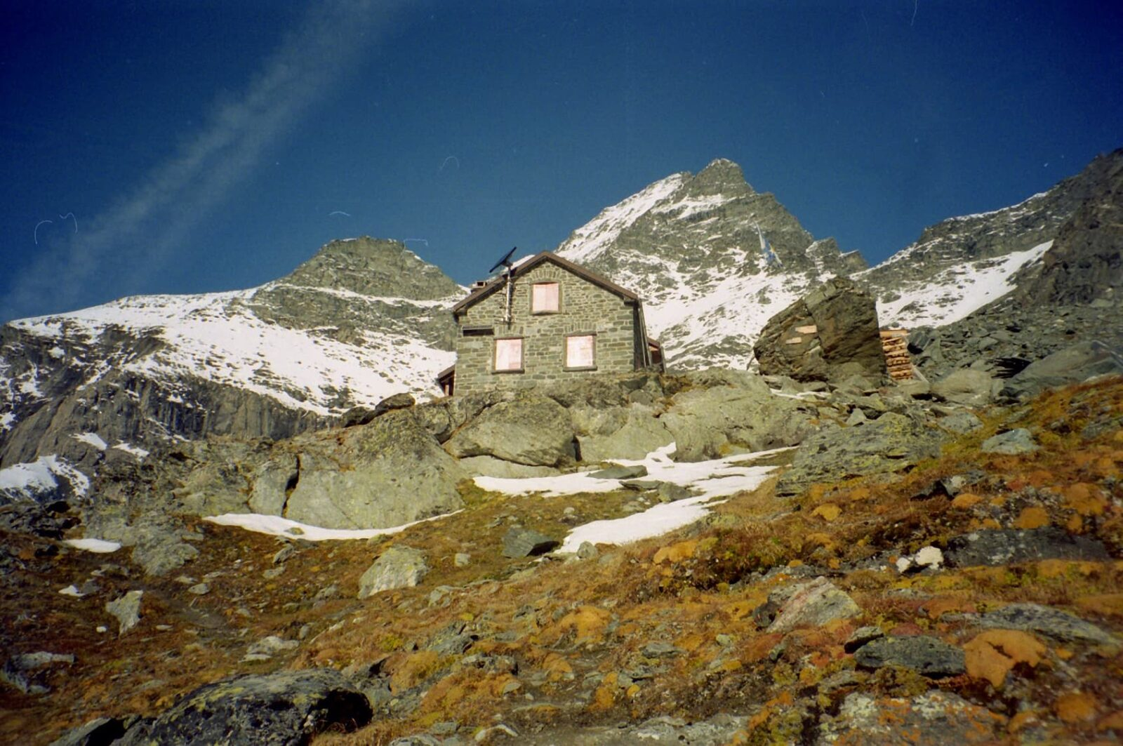 Grand Combin, house in mountain