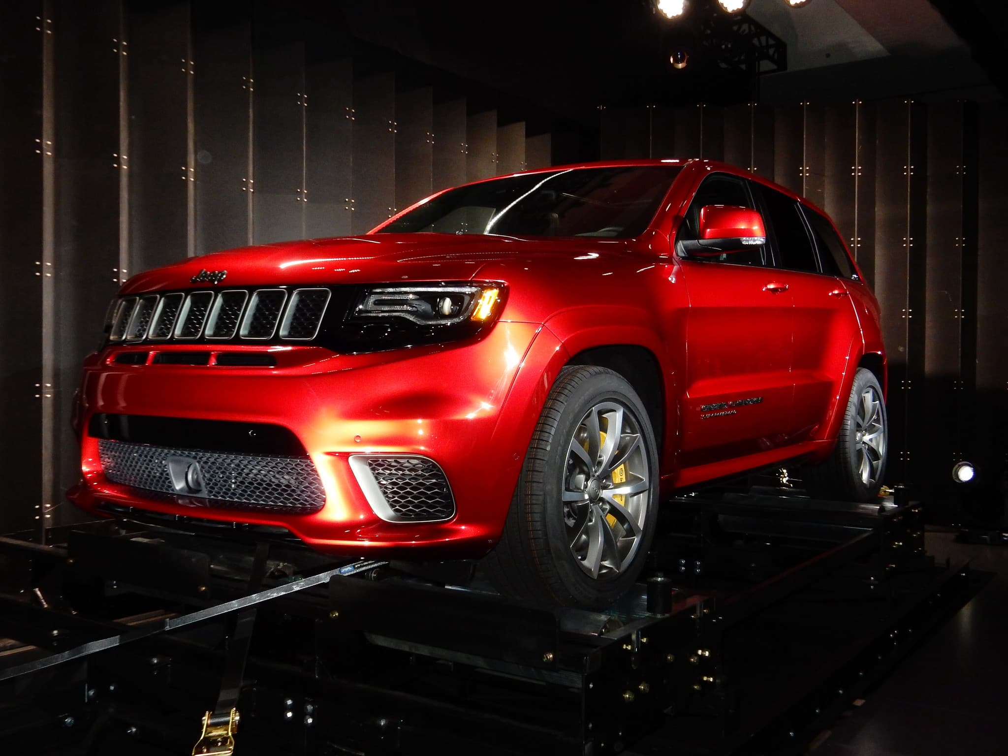 2018 Jeep Grand Cherokee Trackhawk headlights
