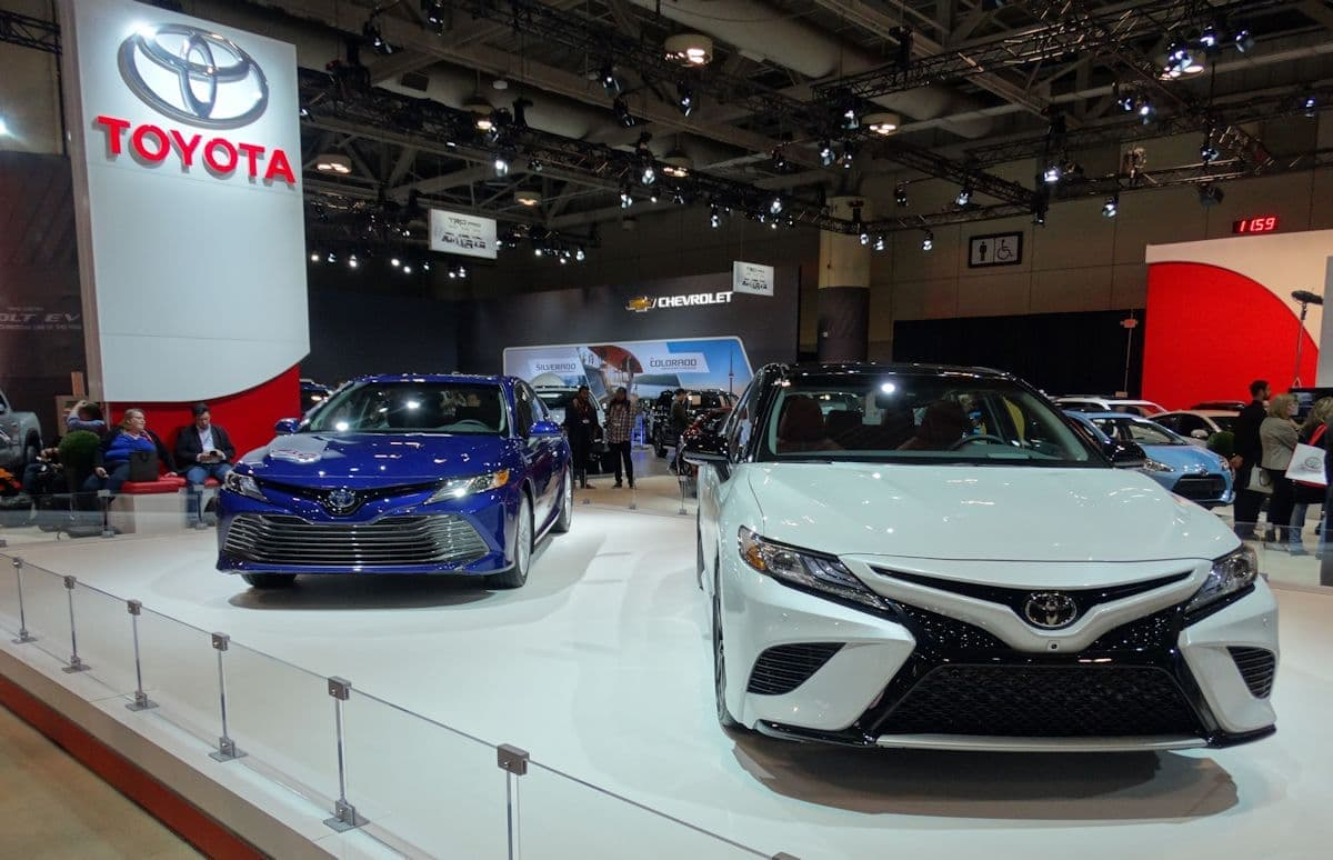 2018 Toyota Camry white and blue