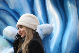 Sabrina Carpenter in white hat