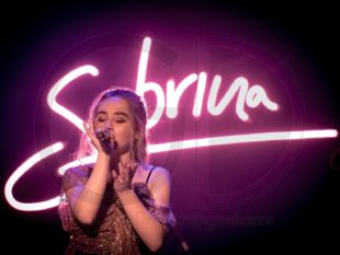 Sabrina Carpenter HD wallpaper